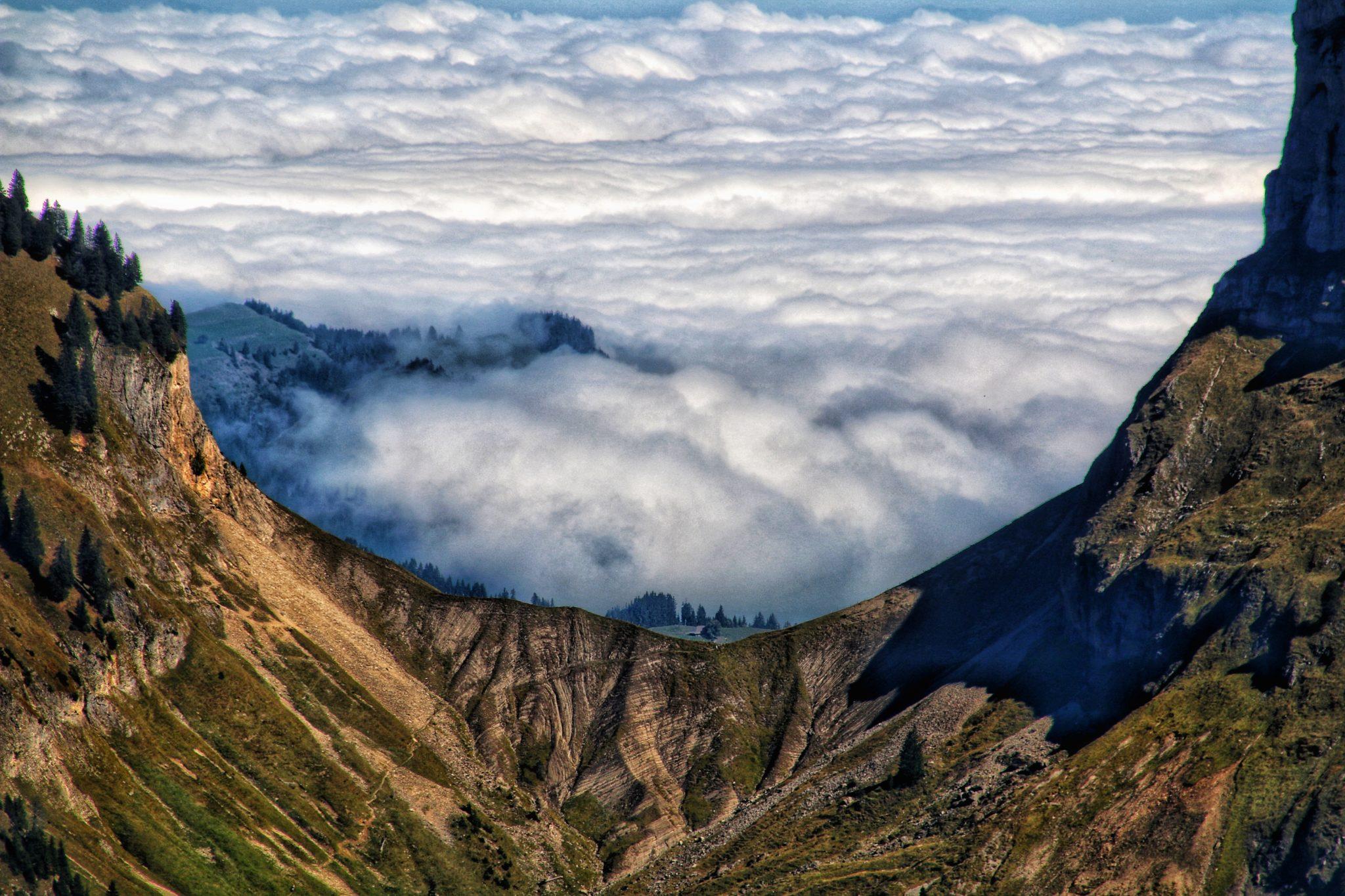 Sichel mit Wolken